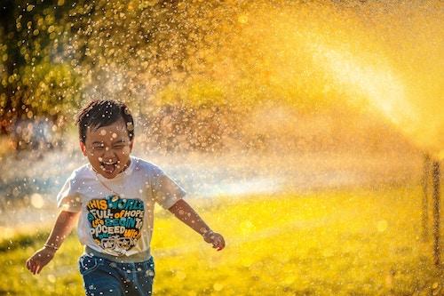 kid-in-sprinkler
